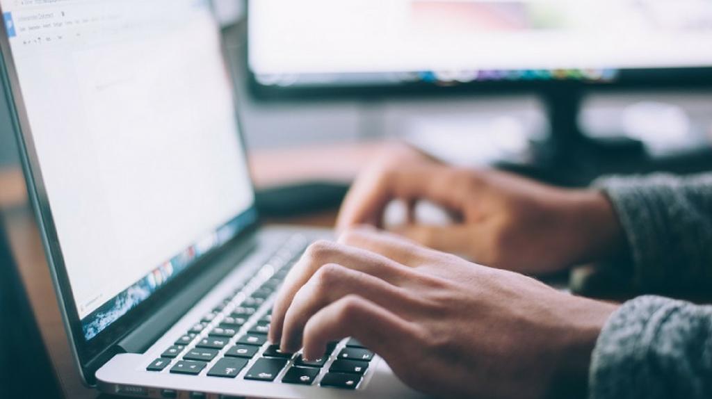 Editora e jornalista devem indenizar empresário por conteúdo ofensivo de obra